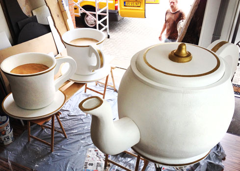 giant tea pot teaset cups  saucers  party